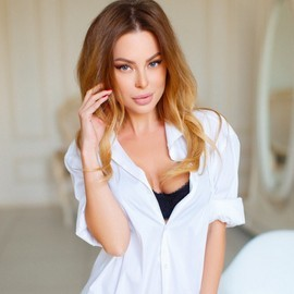 Pretty girlfriend Elena, 36 yrs.old from Kiev, Ukraine