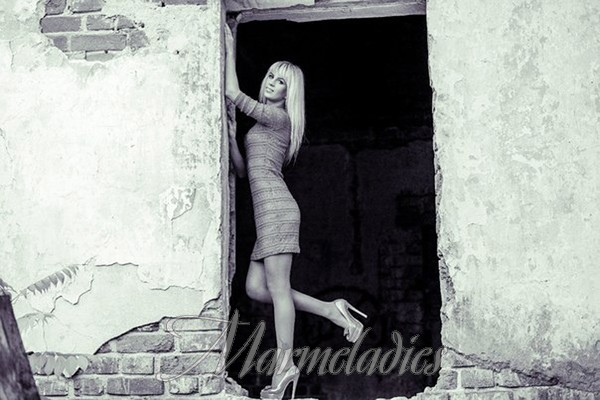 Nice wife Oxana, 29 yrs.old from Sumy, Ukraine