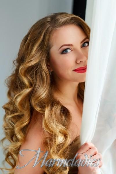 Single girlfriend Elena, 25 yrs.old from Zaporozhye, Ukraine