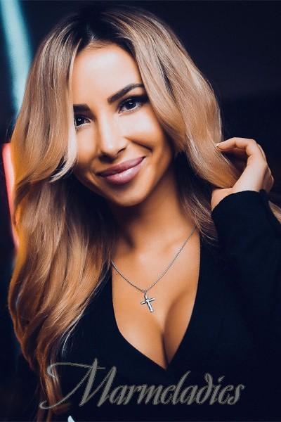 Charming lady Darina, 30 yrs.old from Krivoy Rog, Ukraine