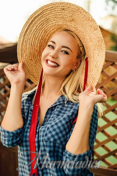 Gorgeous woman Olga, 22 yrs.old from Benderi, Moldova