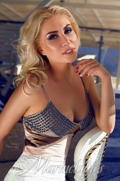 Pretty wife Oksana, 35 yrs.old from Kiev, Ukraine