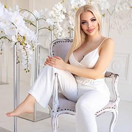 Hot mail order bride Daria, 22 yrs.old from Kiev, Ukraine