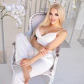 Amazing mail order bride Daria, 22 yrs.old from Kiev, Ukraine
